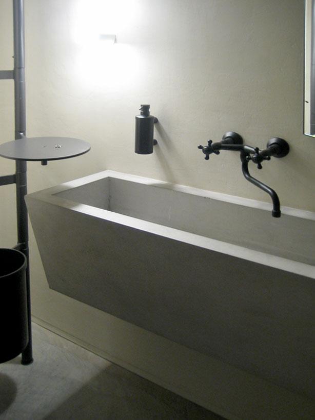 Een betonlook badkamer van wastafels tot muurbekleding betonal - Muurbekleding voor badkamers ...