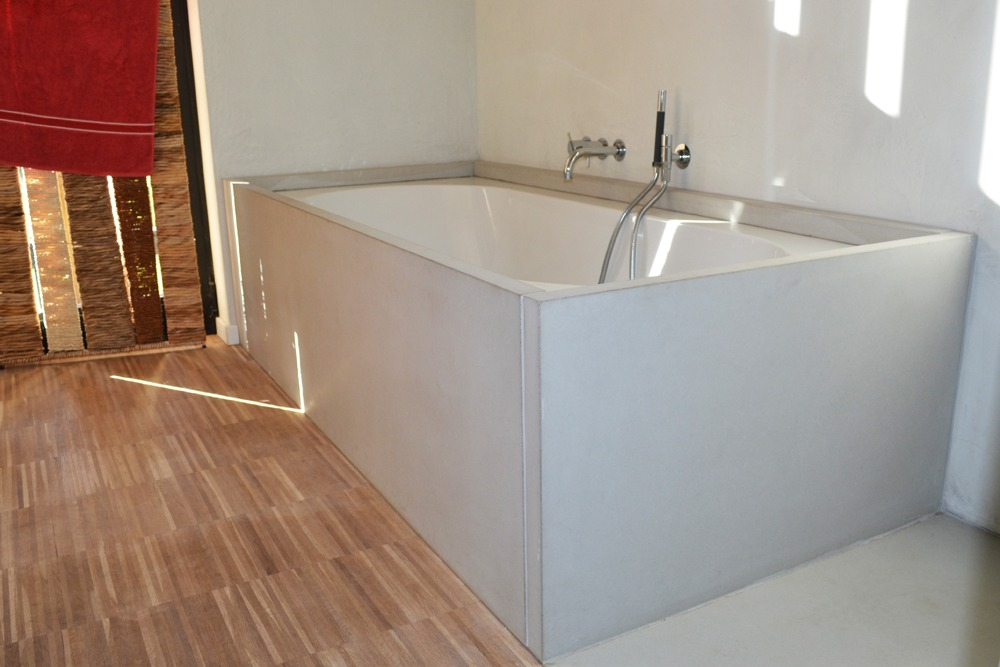 een betonlook badkamer van wastafels tot muurbekleding betonal