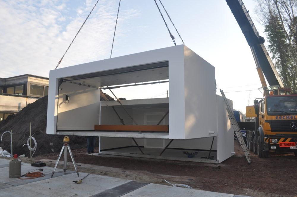plaatsing dubbele garagebox in beton witte pleister