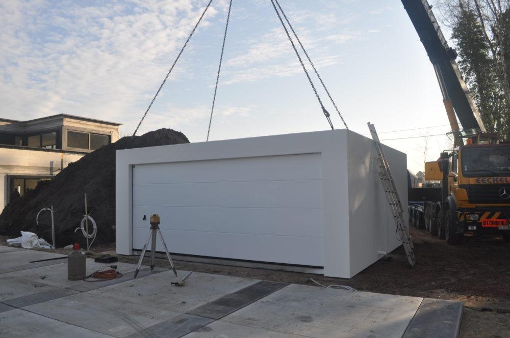 plaatsing van dubbele betongarage wit met kraan