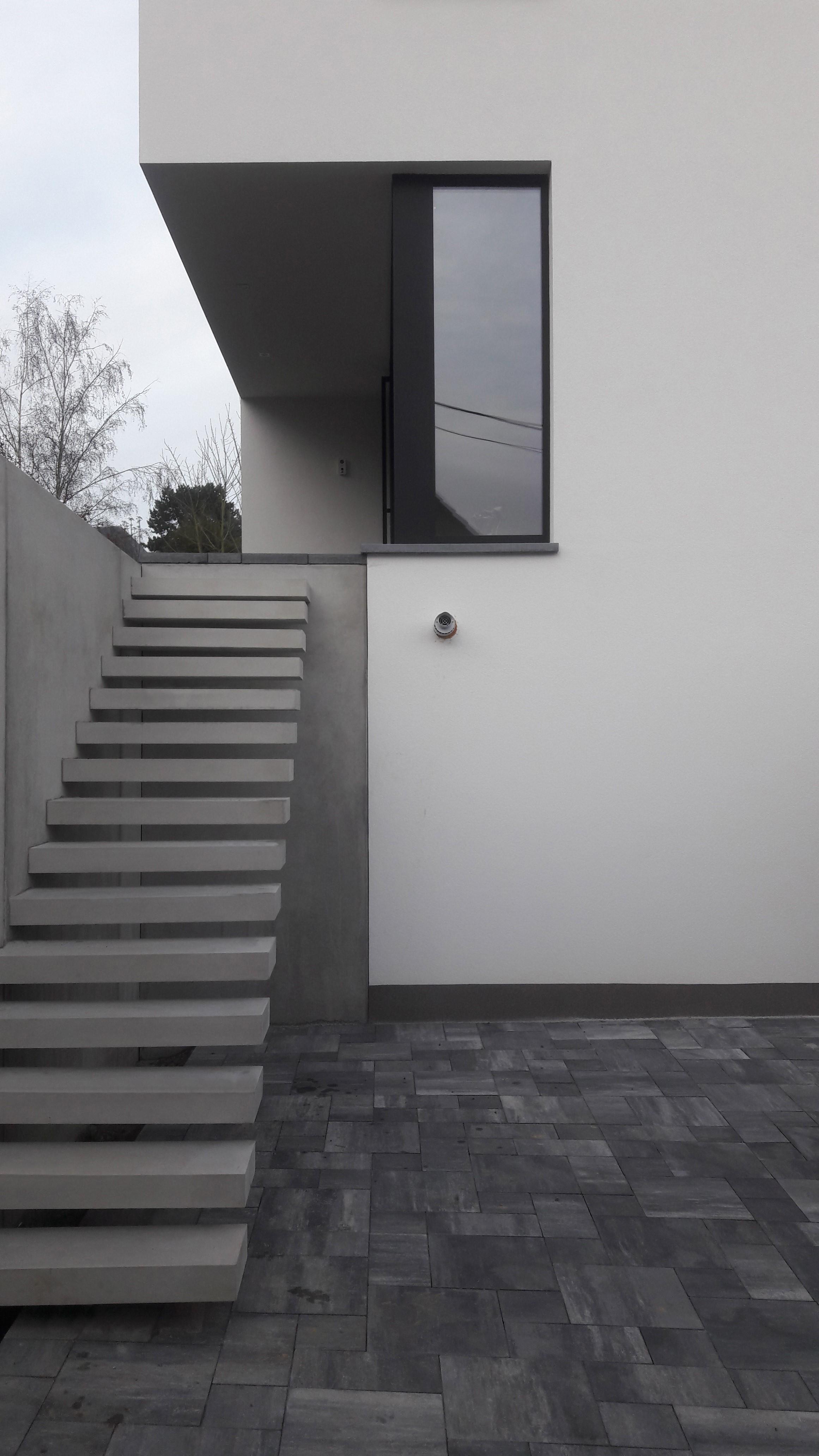 Zwevende trap beton elegant nous essaierons toujours for Looplijn trap
